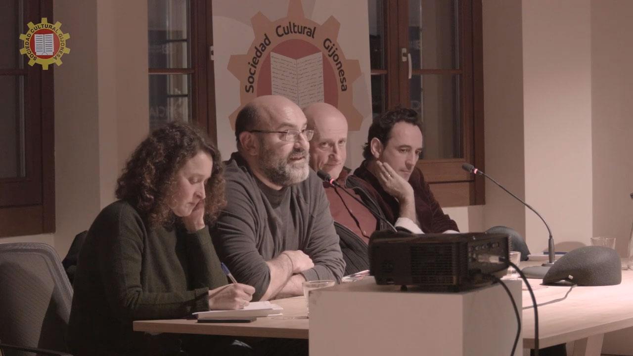 Víctor Lenore en la presentaciónd e su libro