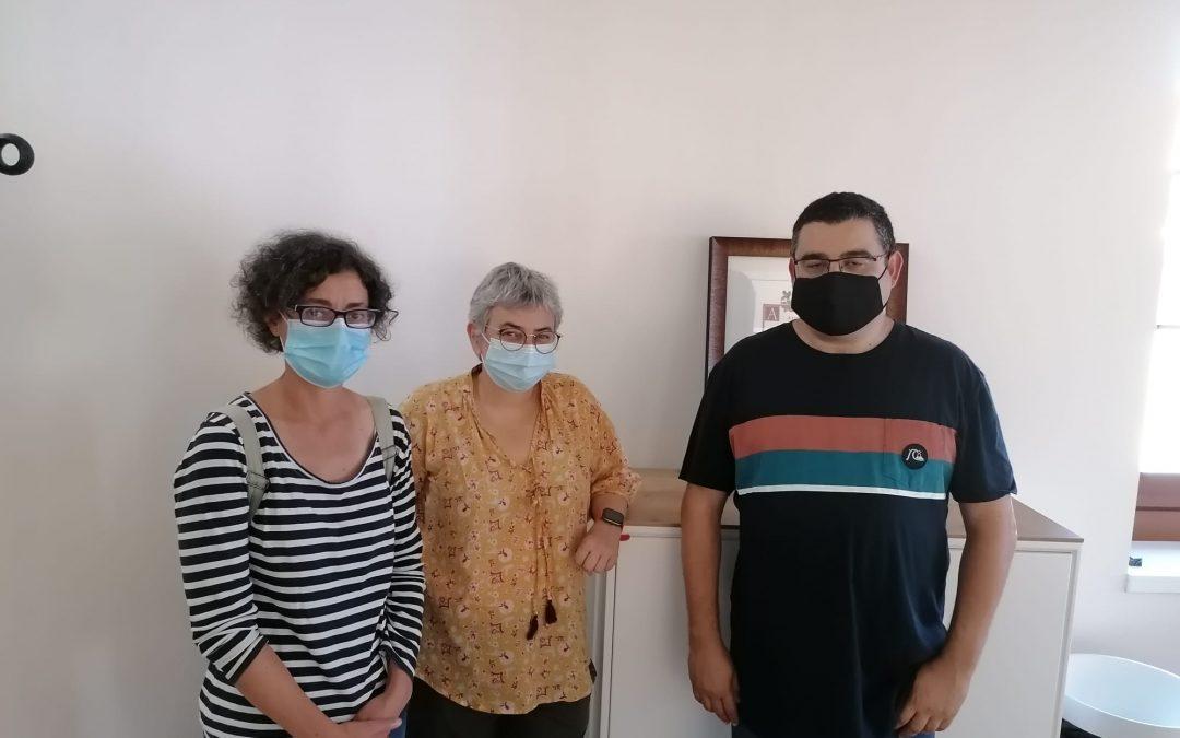 La alcaldesa de Xixón, Ana González, visita la sede de la Sociedad Cultural Gijonesa